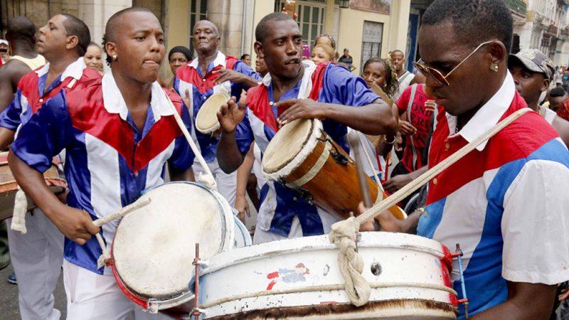 Músicos en el desfile de comparsas tradicionales y foráneas con motivo de la declaración de La Habana como Ciudad Maravilla, en el Paseo del Prado, el 9 de junio de 2016.   ACN FOTO/Diego DELGADO/sdl
